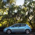 Fuel-efficient-cars-2011-nissan-leaf-lgn2