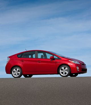 Fuel-efficient-cars-2011-toyota-prius-lgn5